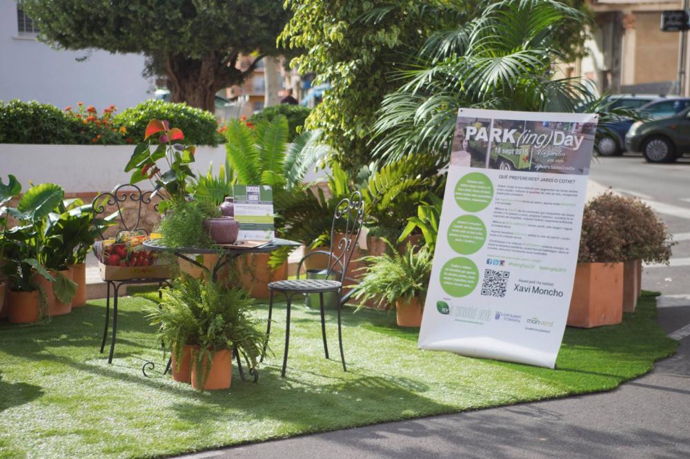Foto Monverd cedeix les plantes per a realitzar el primer park(ing) day de Ondara